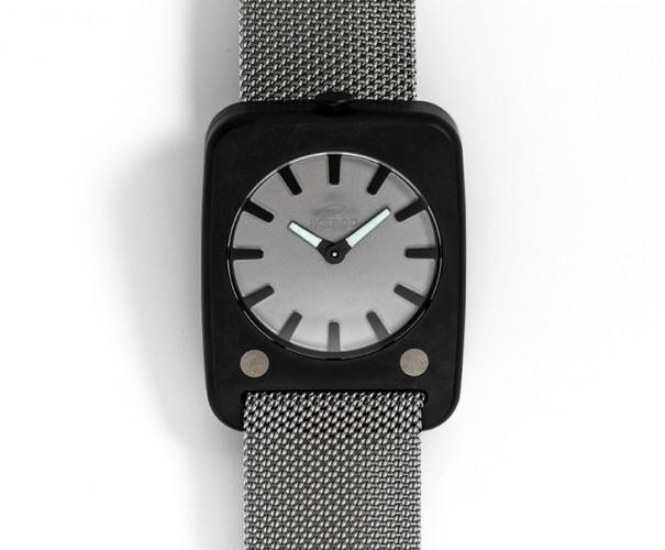 Solaris noire sur bracelet...