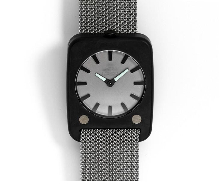 Solaris noire sur bracelet gris