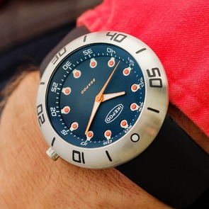 """Seapod S001 """"Zale"""". Tribute to the 1st ever Ikepod dial and 1st concept watch in 1997. Deliveries from end of September. Zale P invented the Civilian hyperbaric chamber and saved lives. Which Seapod is your favorite? Orange, blue or black? Swipe to see the Ufo on the wrist.  . . #ikepodwatches #ikepod #divine #watches #watchaddict #style #luxurywatch #postmodernluxury #diver #watchoftheday #fab_gonet #designer #designaddiction"""